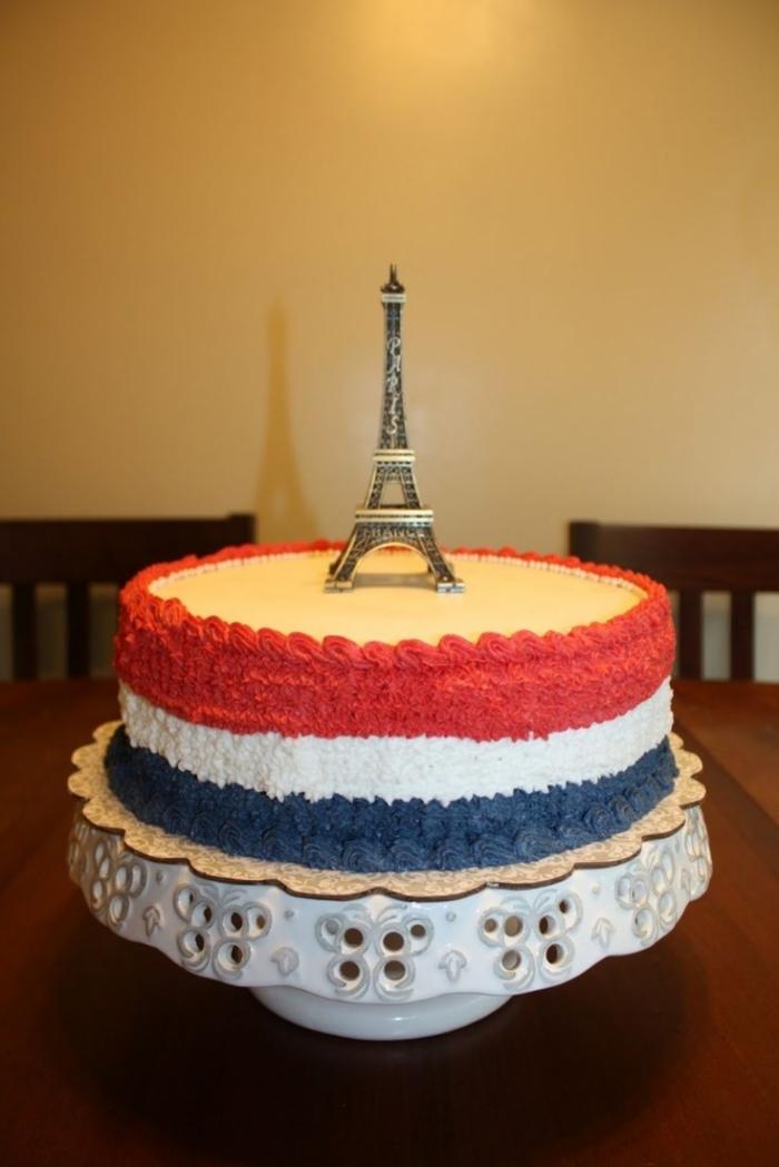 gâteau bleu, blanc, rouge avec la tour eiffel - 17/01/2018