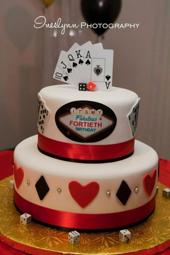 Cake Design Sur Le Theme Casino Avec Plusieurs Cartes Et De Logo