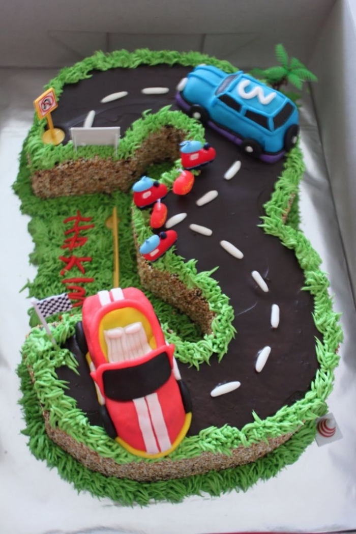 Gut bekannt gâteau d'anniversaire en forme de circuit avec des voitures - 23  AG61
