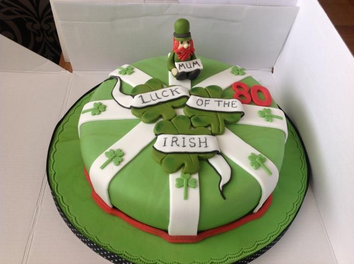 Gateau d\u0027Anniversaire , Gâteaux d\u0027anniversaire à thème irlandais vert et  blanc