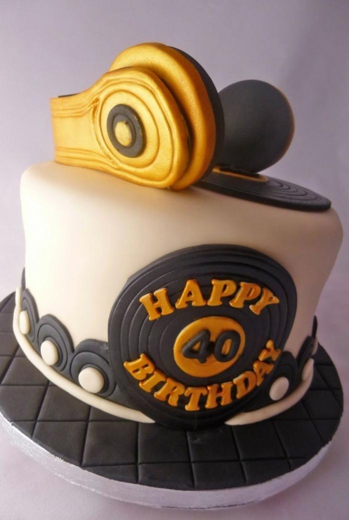 gâteau d'anniversaire pour un dj noir et jaune - 14/01/2018