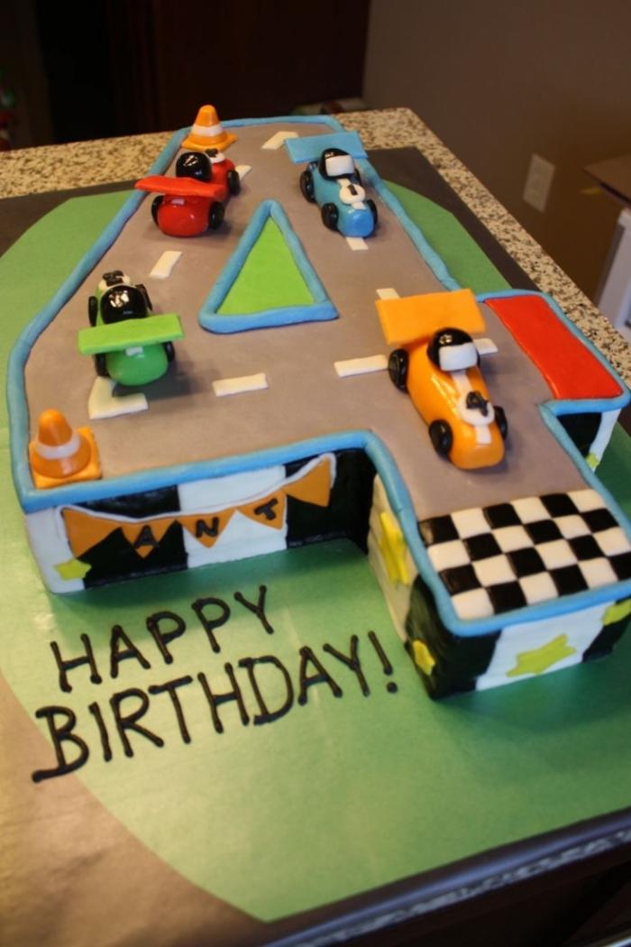Gut bekannt gâteau d'anniversaire d'un circuit avec des voiture et différents  AG61