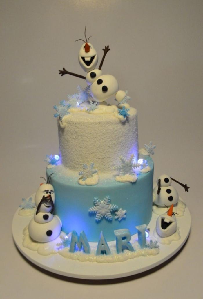Gâteau de deux étages avec des flocons de neige et olaf - 27/01/2018