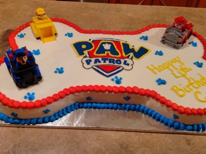 Gateau pour Garçon , gâteau sous forme d\u0027os de pat patrouille avec  différentes figurines