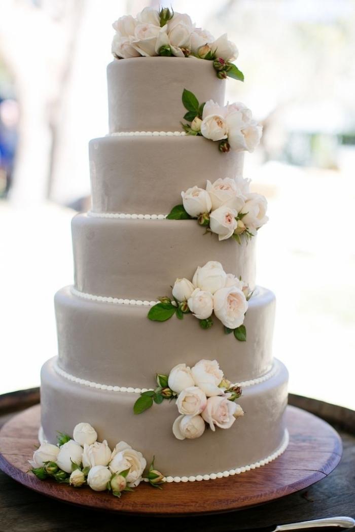 Gateau De Mariage Avec Fleurs