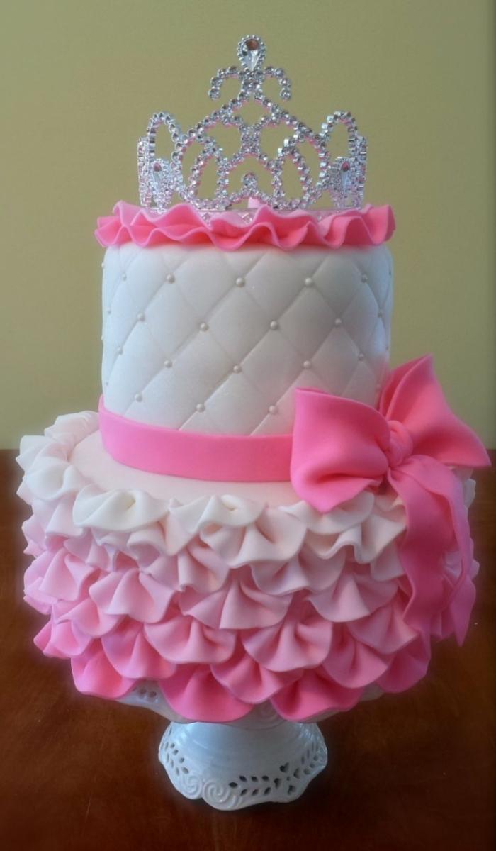 Superbe Gateau Design Capitonne En Rose Et Blanc Pour Une Princesse