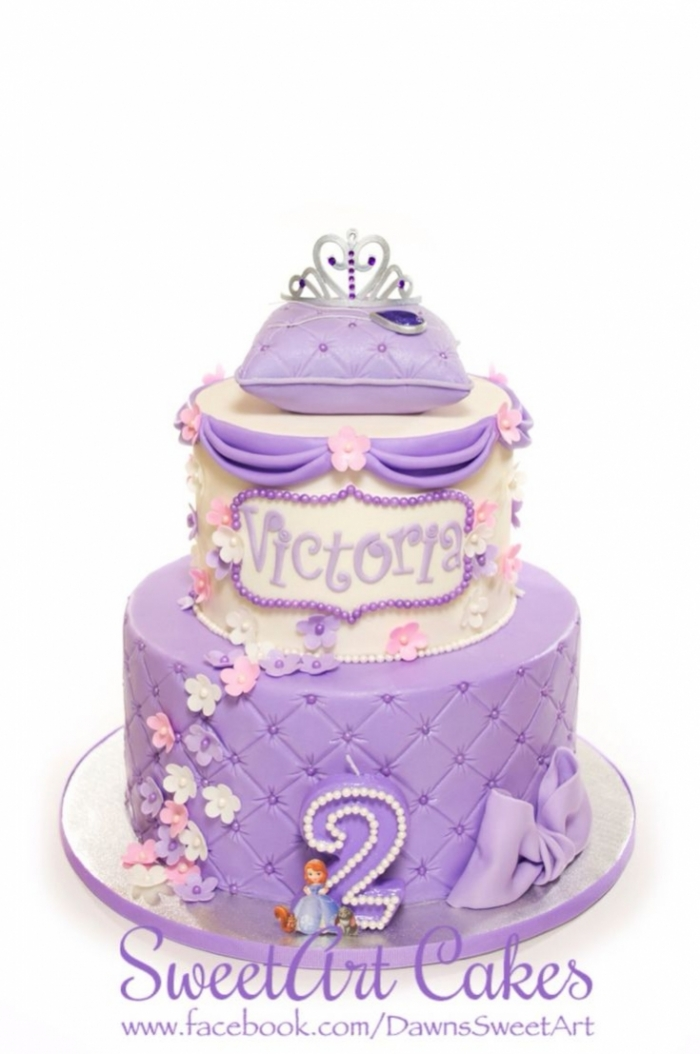 Splendide Cake Design Capitonne Avec La Couronne De La Princesse
