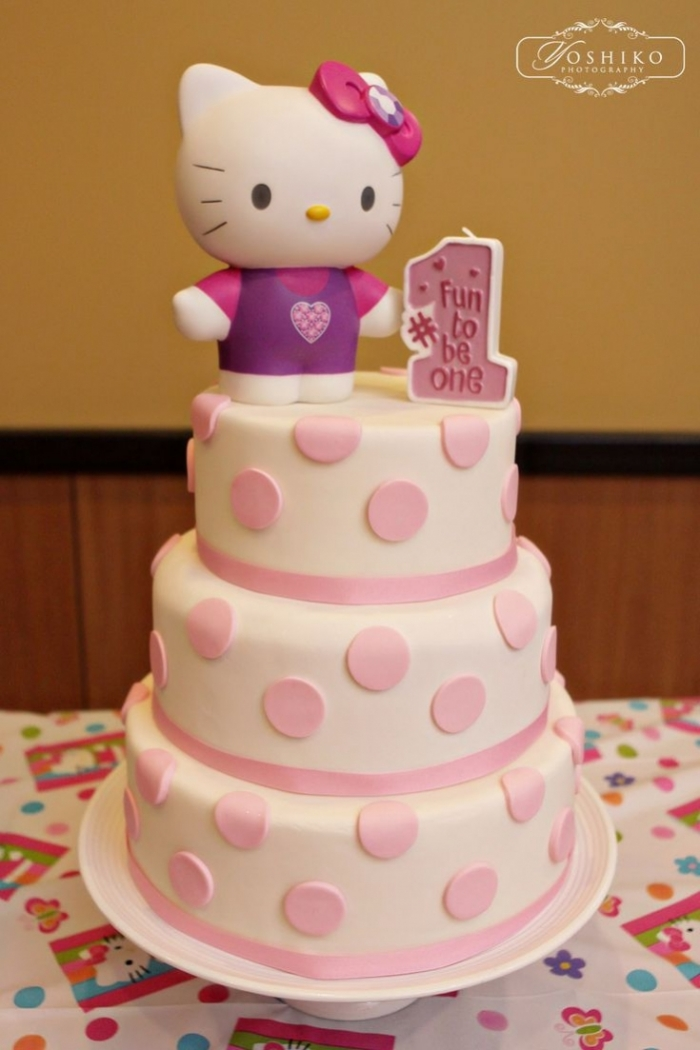 Cake Design Hello Kitty Sur Trois Etages Avec Des Pois Roses 10 03