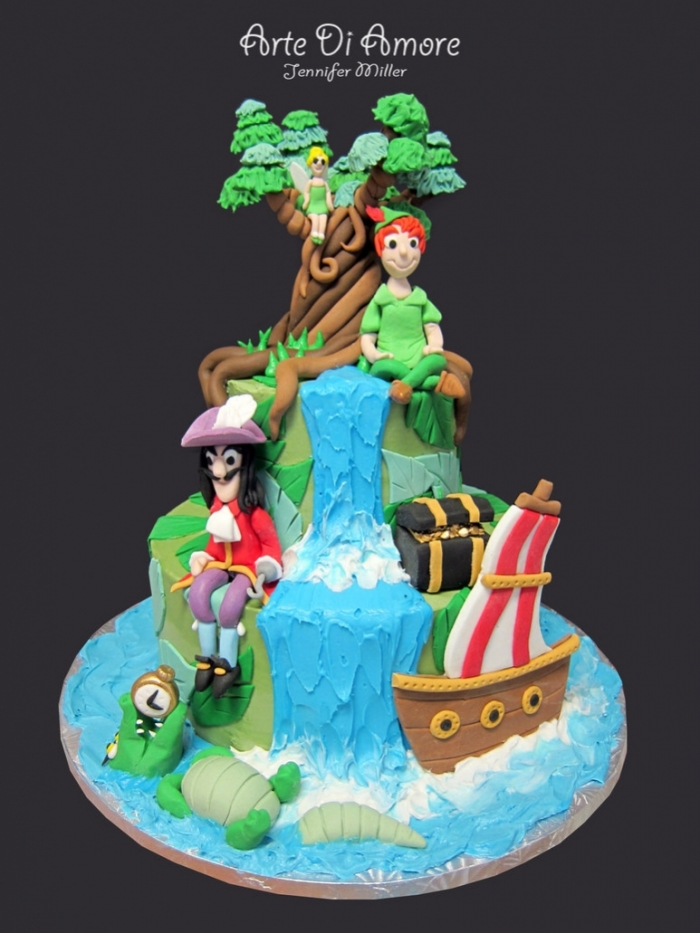 idée de gâteau regroupant peter-pan, la fée clochette et capitain