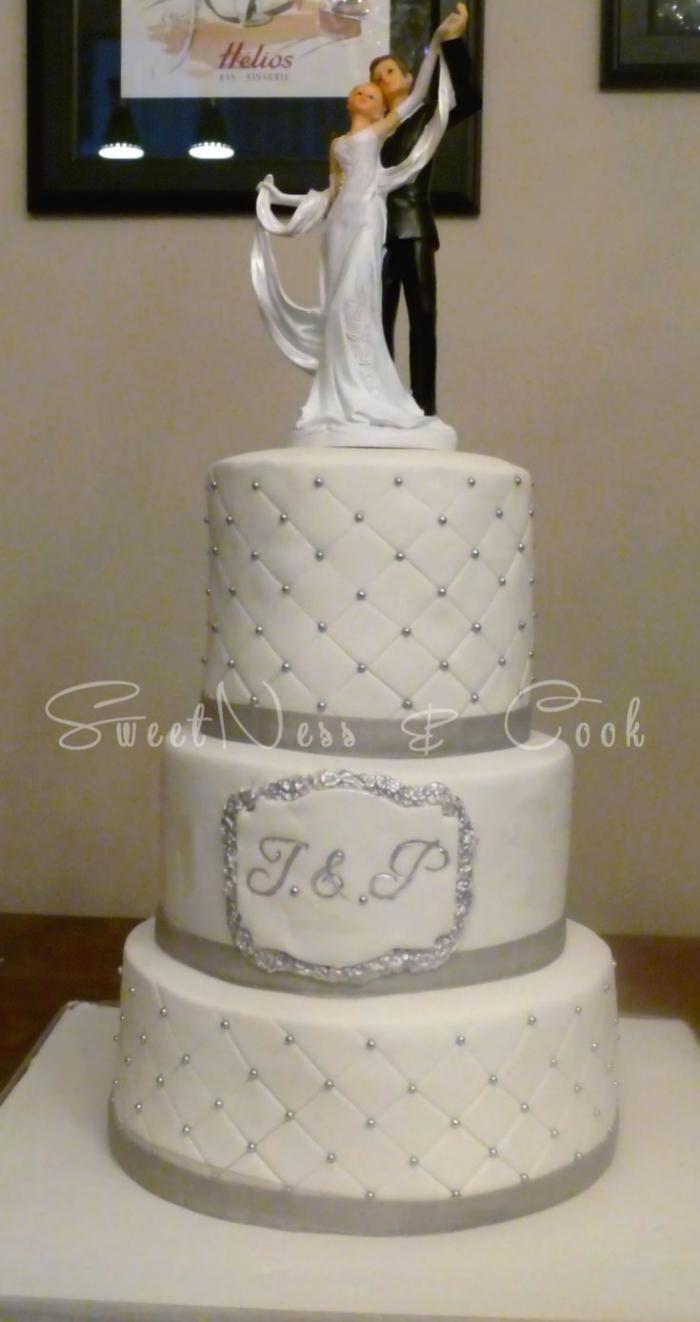 Joli Wedding Cake Capitonn 233 Blanc Et Gris De Trois 233 Tages