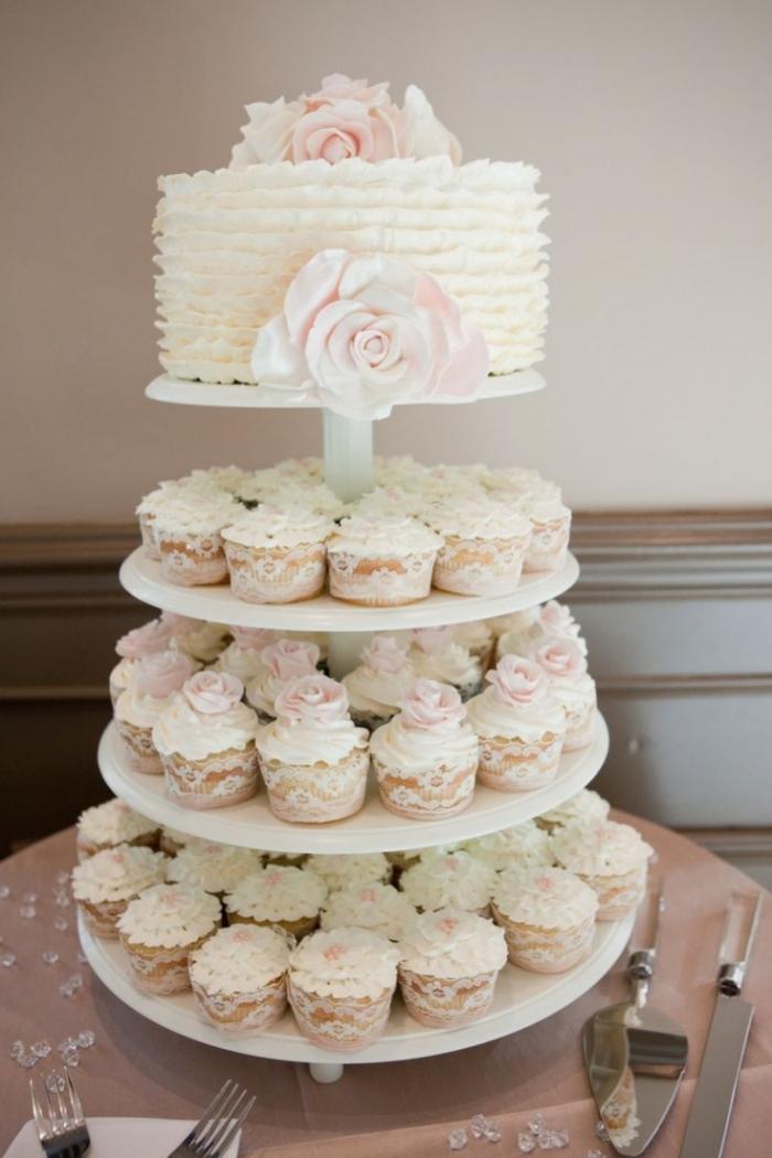 Chic gâteau de mariage avec des cupcakes 21 04 2018