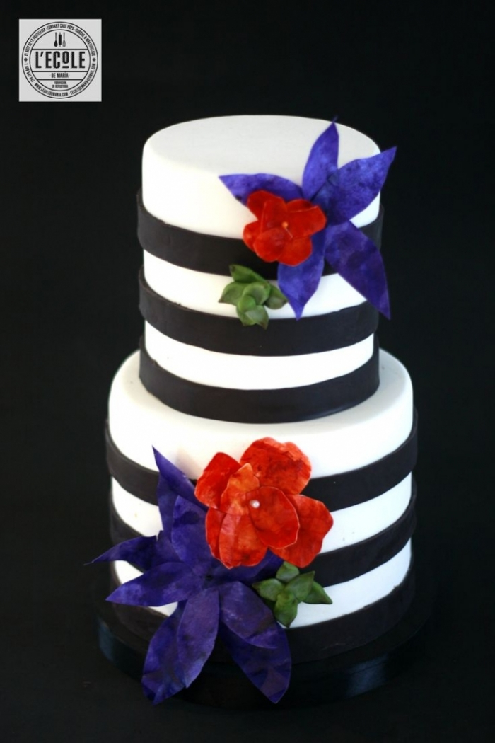 how to make a wedding cake at home tr 232 s joli cake design blanc 233 noir avec des fleurs 18 15881