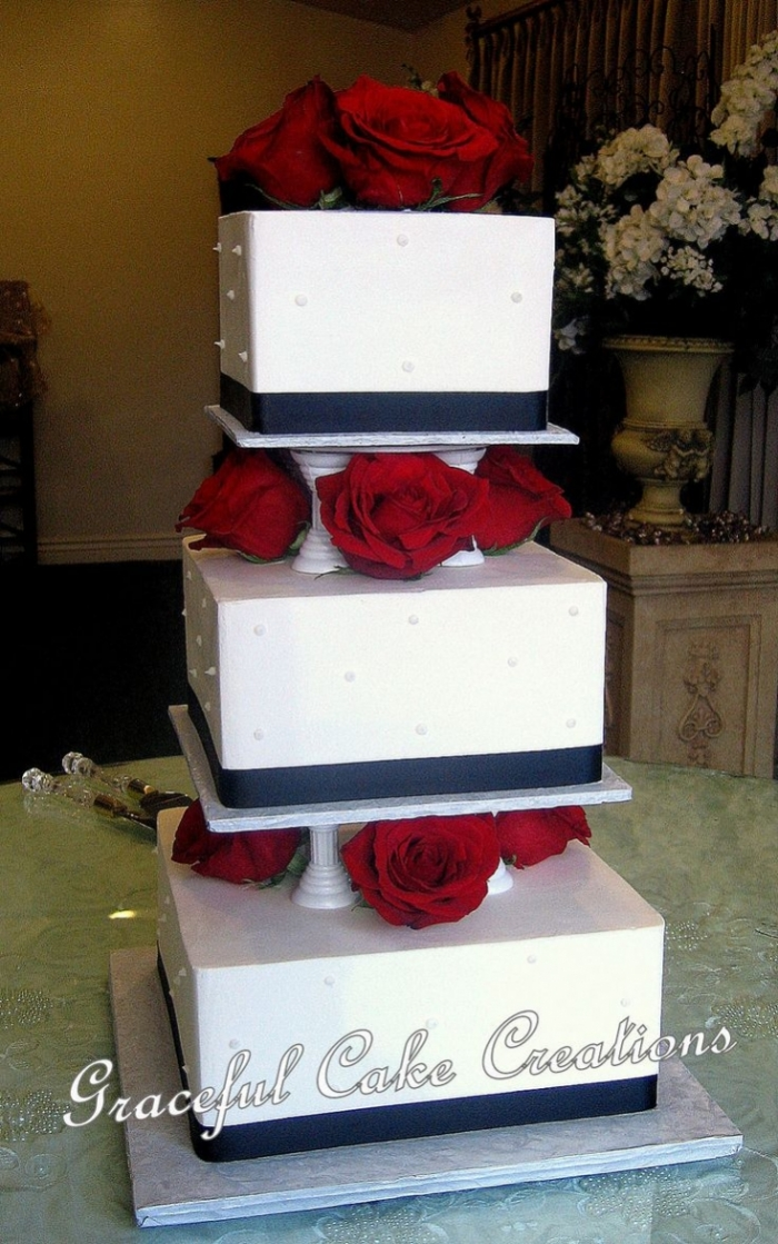 how to cut a wedding cake for wedding cake blanc et noir avec des roses bordeaux 06 11 15629